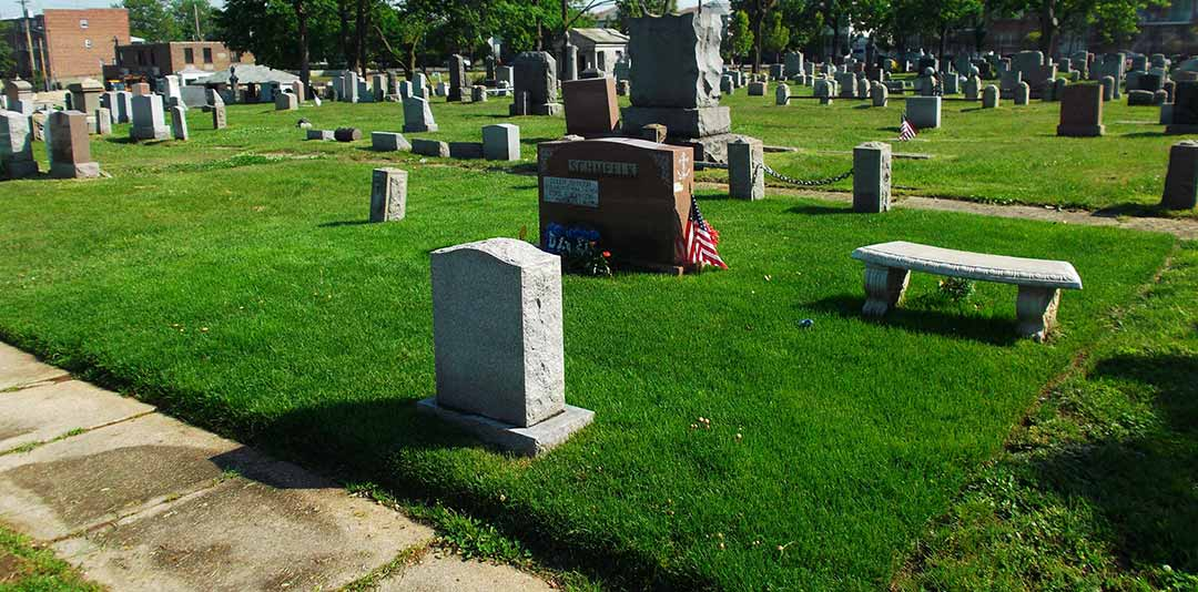 Gravesite-upkeep-with-clean-cut-grass
