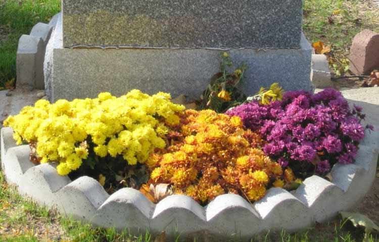 Seasonal-Planting-with-Border-on-gravestone